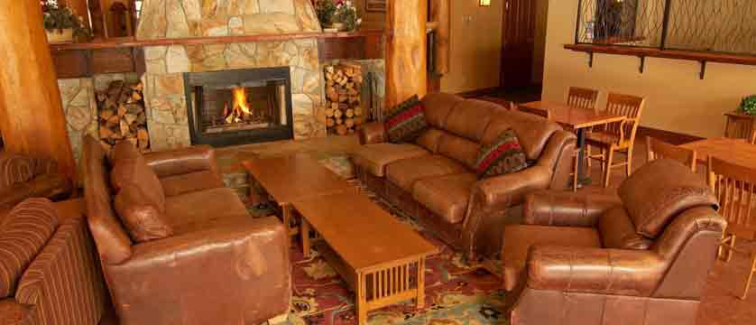 canada_fernie_snow-creek-lodge_lobby.jpg